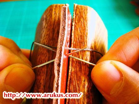 【革の縫い方�K】一度に「2本の針」を入れて革を縫う方法【L-47】